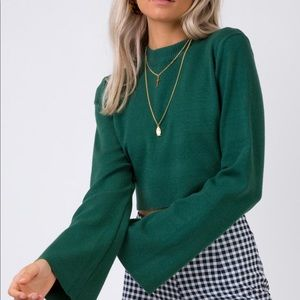 Worn ONCE adorable green crop top w/ bell sleeves